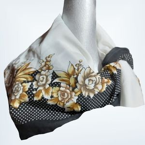 🌼3/$30 Gorgeous Large Spring Floral Scarf / Wrap